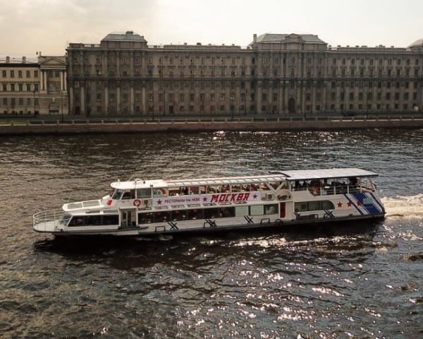 Теплоход Москва 194 в компании Волна